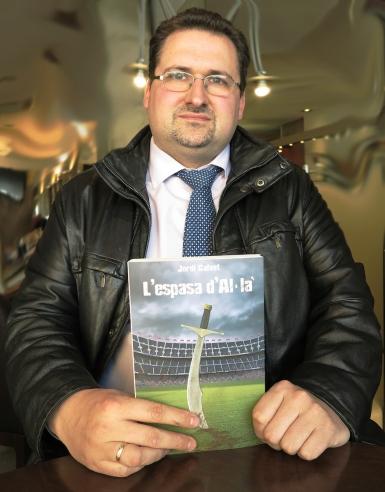 Lautor-novella-Jordi-Calvet_1342076016_21897384_1233x1578.jpg